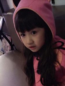 小美女吴聊聊粉色衣服漂亮脸蛋